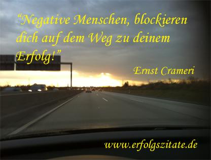 Negative Menschen, blockieren dich auf dem Weg zu deinem Erfolg